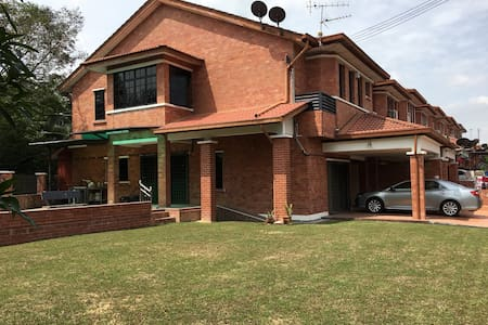 Bandar Sg Long BNW HomeStay - Kajang - House