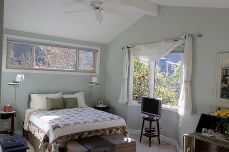 2 Bedrm Suite, Putting Green, Pool - Lagunitas