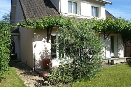 Maison 6 pers / jardin à 20 minutes de Paris - Saclay