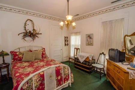 Yeats room in Innisfree Bed & Breakfast - South Bend - Bed & Breakfast