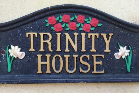 Trinity House, Penclawdd - House