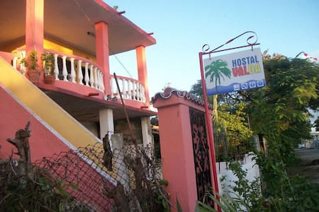 Hostal Valda - Bed & Breakfast