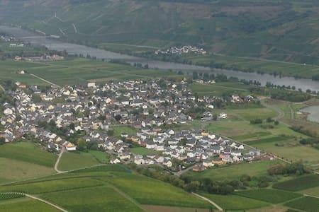 Ferienwohnung in ruhiger Lage und direkter Seenähe - Riol - Other