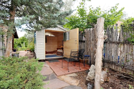 Room type: Private room Bed type: Futon Property type: Cabin Accommodates: 2 Bedrooms: 1 Bathrooms: 1