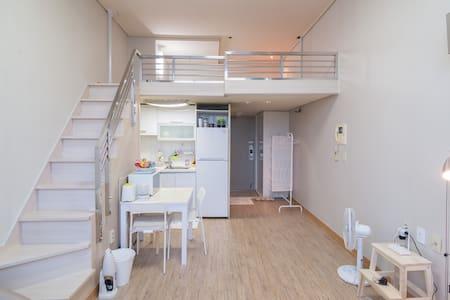 부천복층 Park View Home ★3min. Subway★ - Apartamento