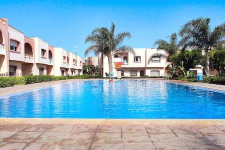 appartement piscine jardin