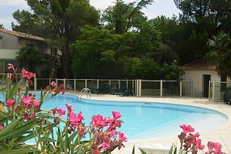 Villa dans résidence avec picsine - Sainte-Cécile-les-Vignes - Appartement