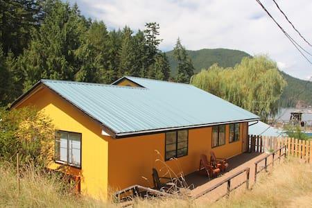 The Cove Lodge - Madeira Park - Haus