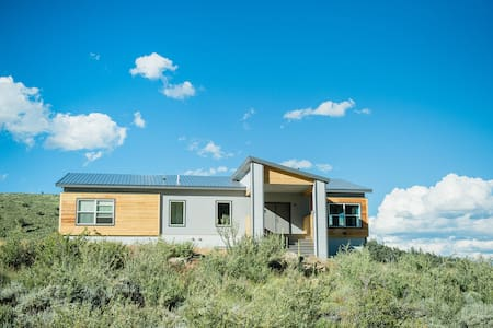Modern and Spacious Eco Ski Estate - Rumah