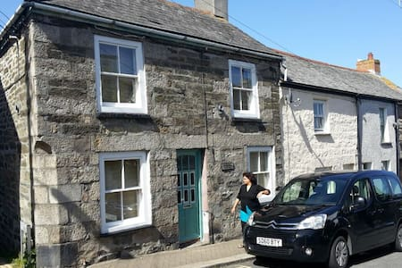 Penryn Cottage near Falmouth - House