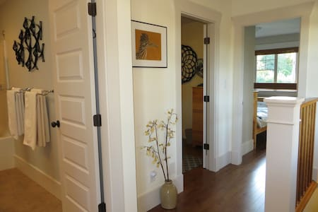 Small Bdrm ~ Charming Downtown Home - House