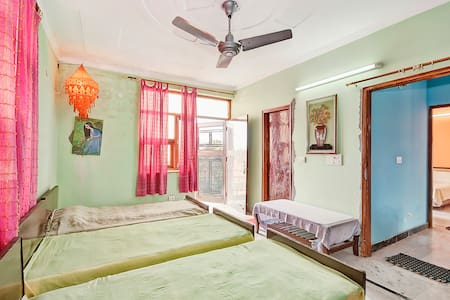 31 Mins from Airport,Free WIFI & BF