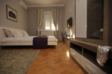 3-point Apartments No. 2, Belgrade