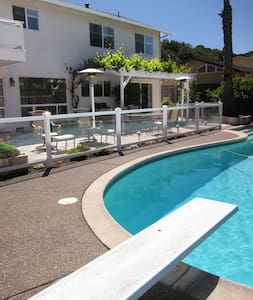 Sunny - Marin Vacation Rental with Pool - Novato - Ház