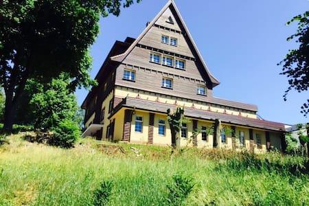 A quiet residence at Binowo lake - Binowo - House