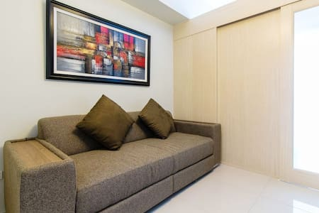 New & Cozy 1 BR Makati w/ Pool (D)