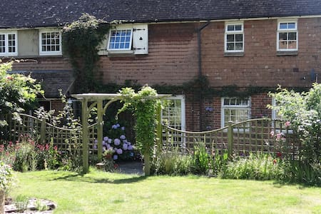 Double room with Views, rural Kent - Huis