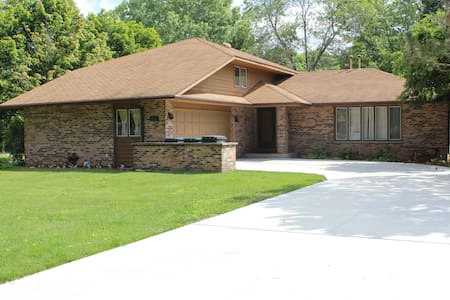 Home rental Kohler, WI 2550 sq ft - Ház