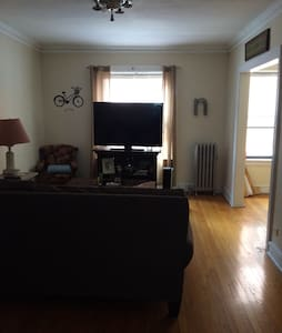 1 bedroom in the heart of lakeview