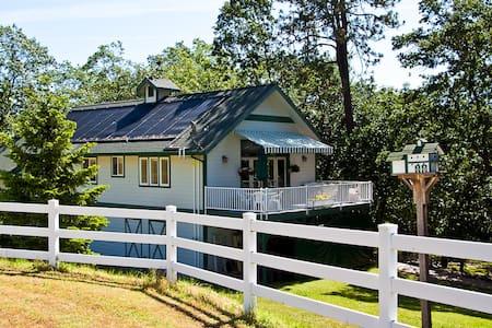 BOOK 2 NIGHTS GET 1 FREE! Huge Barn 'Cottage' - Talent