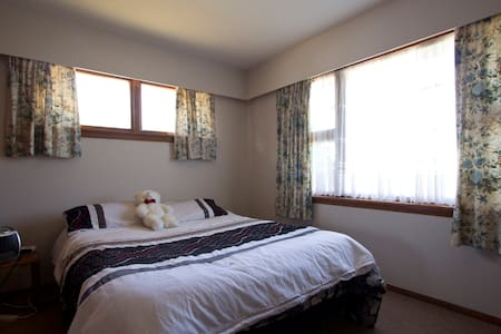 Room for 2 in Family Home near city