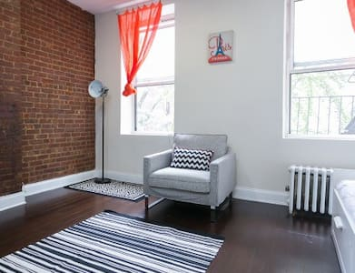 Spacious Times Square One BR Loft!