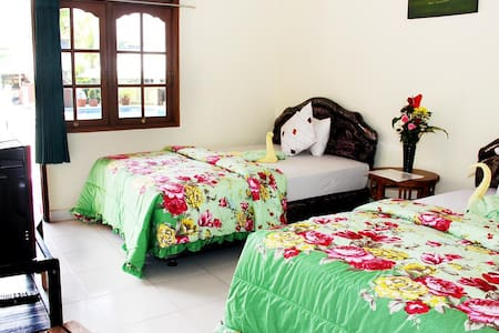 Poolside Twin Room Warung Coco.