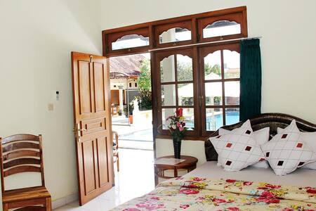 Poolside Single Room Warung Coco.