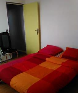 Chambre agréable dans appartement calme à Poitiers - Apartemen