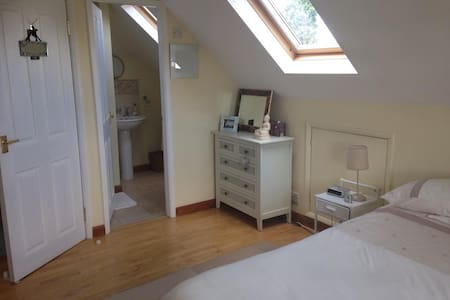 Hi!  We are renting out our attic double en-suite room, less than 1 mile away from West Bridgford Town Centre, and 2 miles from the City Centre. There is a regular bus and tram route into the city centre which runs just outside our house Please feel free to ask any questions.  I also have a labradoodle but she is very friendly!