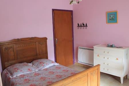 Chambre + terrasse très jolie vue - Villa