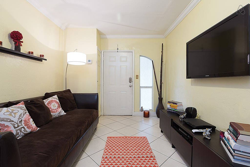 Lg. Room in Wynwood/Port of Miami