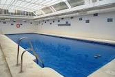 Hab. doble en urb. con piscina a 10 min. de Playa. - Apartment