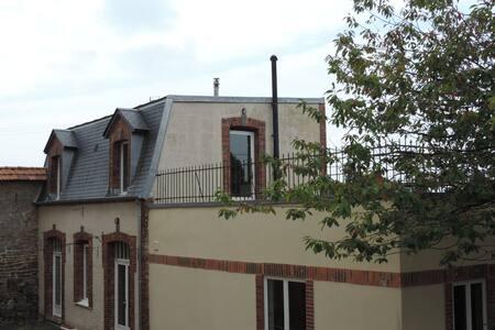 Le Cottage de Montmireil - Talo