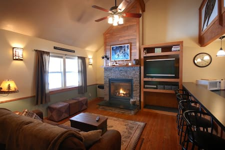 Cabin by Rock Creek with 4 BR - Hus