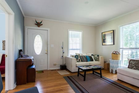 Stay in this homey 2 bed, 1 bath front-porch bungalow. A 45-minute walk, $7 Uber, or 5 minute drive (2.5m/4k) to downtown with full kitchen and laundry. I provide excellent service to budget-minded travelers who want a home away from home.