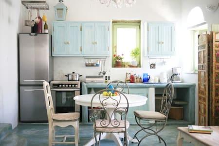Enchanting Villa in Arnados Tinos - Casa