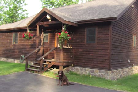 Bell Meadow Adk Mtn Retreat Lodge - Keene - Dům