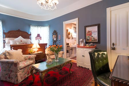 Wonderful private suite Victorian