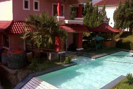 Villa vila layla puncak kolam renan - Villa