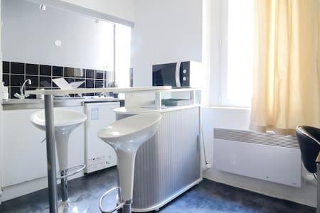 studio 28m2 centre ville castellane - Apartemen