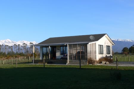 Kennedy Cottage, Panoramic Mountain Valley Views - Whataroa - Casa