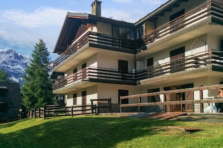 Flat with stunning mountain views - Apartment