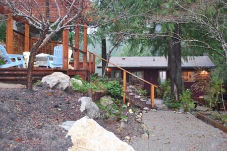 Cottage With Hot Tub Deck / Gazebo - Cottage