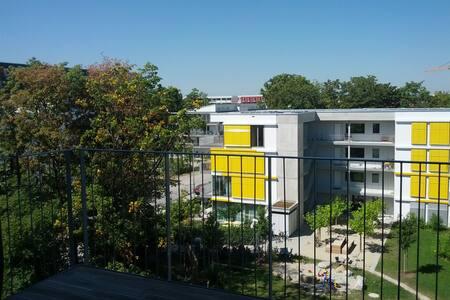 ruhiges, neues Zimmer 12qm - Múnich - Bed & Breakfast