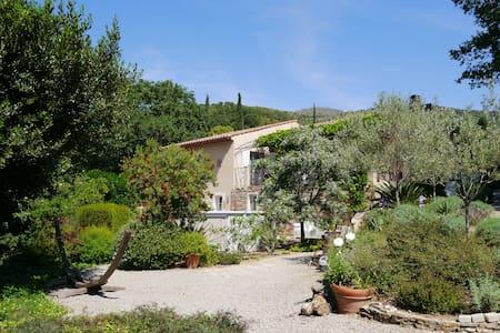 Villa Rive Belle -Massif des Maures - Bed & Breakfast