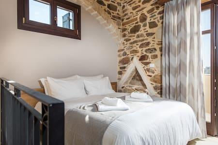 Queen Suite with balcony & jacuzzi - Λαμεριανά - Condominium