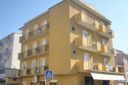 Stanza quadrupla per 3/4 persone. - Rimini