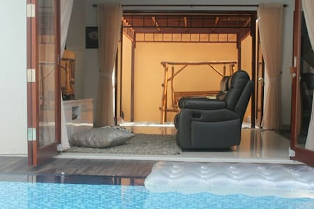 Aire Villa Lux 15min to airport - House