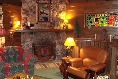 Rocky Top Lodge~Bed & byo Breakfast in the Pines - Cabin